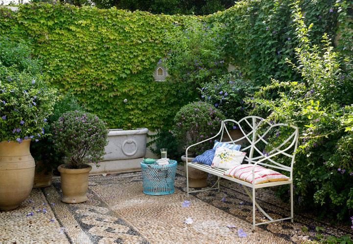 gartengestaltung bilder ideen f r den garten oder balkon. Black Bedroom Furniture Sets. Home Design Ideas